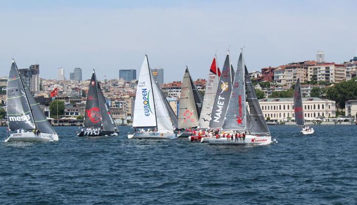 50'ye yakın yelken İstanbul Boğazı'nı görsel şölene dönüştürdü