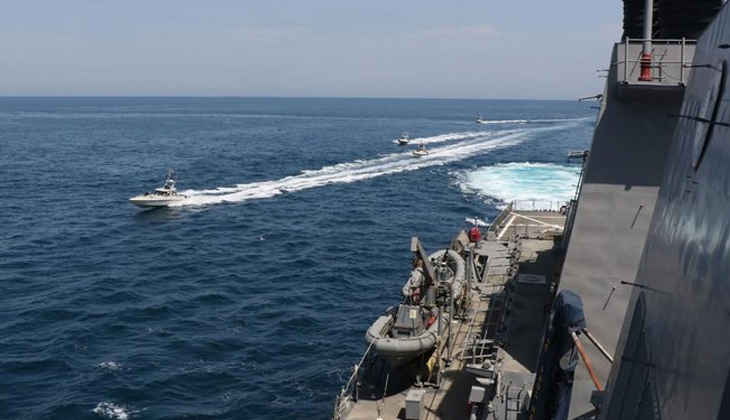 ABD Donanması, İran Devrim Muhafızları'na ait botlara 30 el uyarı ateşi açtı