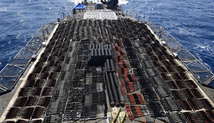 ABD Donanması Umman Denizi'nde yasa dışı silah sevkiyatını engelledi