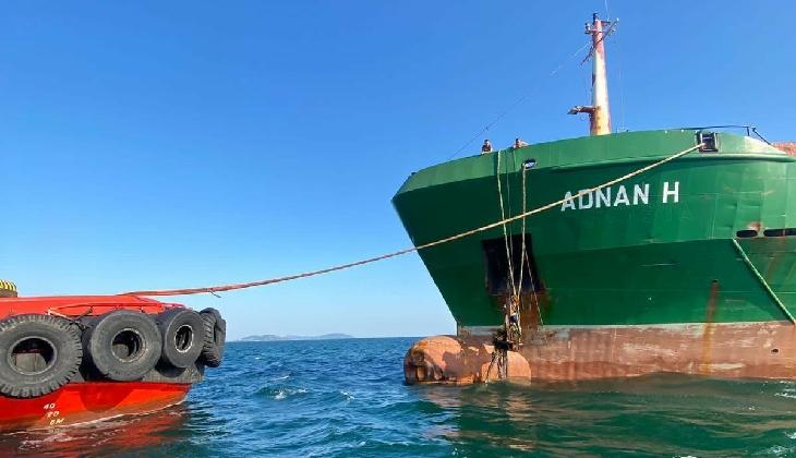 Adnan H. gemisi, İstanbul Boğazı'nda makine arızası yaşadı