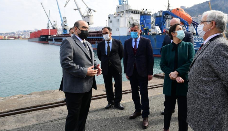 """""""Asya ile Avrupa arasındaki tır taşımacılığı Ro-Ro gemileri ile Trabzon Limanı üzerinden gerçekleşecek"""""""
