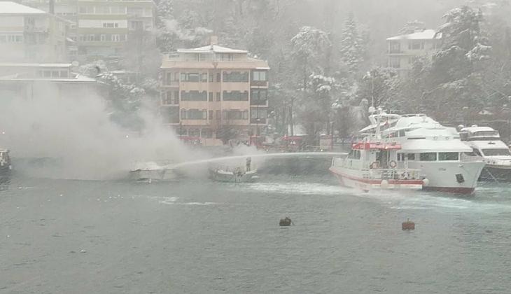 Bebek Sahilinde çıkan yangında milyonlarca lira değerinde iki tekne battı