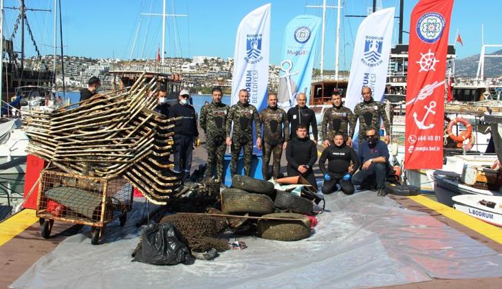 Bodrum'da deniz dibi temizliği yapıldı! Deniz altından çıkan çöpler görenleri şaşkına çevirdi