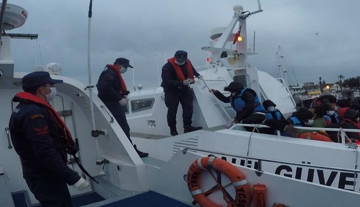 Botları batarken Sahil Güvenlik kurtardı