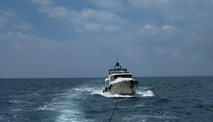 Çanakkale açıklarında sürüklenen teknedeki 5 kişi kurtarıldı