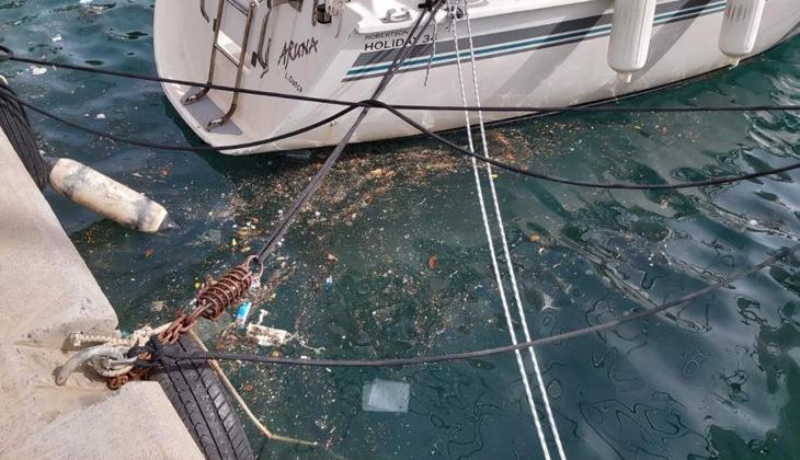 Datça'da deniz yüzeyindeki kirlilik göze çarpıyor