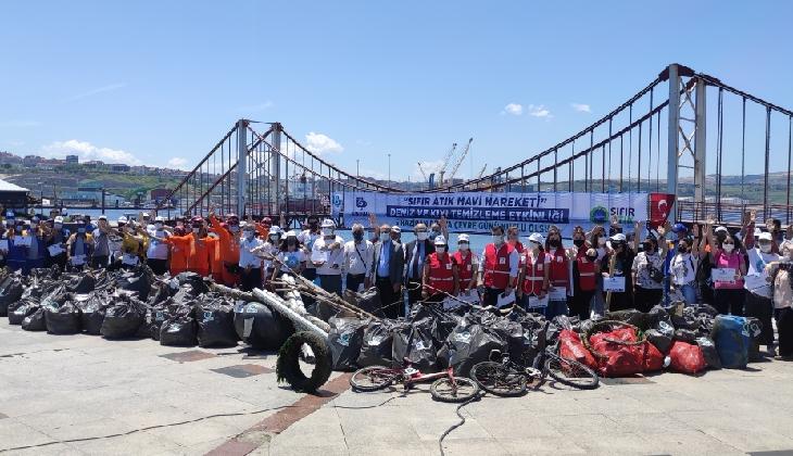 Denizden 2 saatte 200 torba atık çıktı