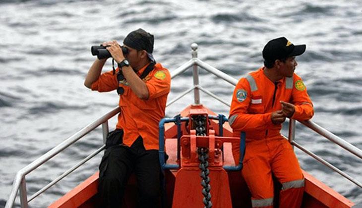 Endonezya'da yolcu gemisi battı: 6 ölü