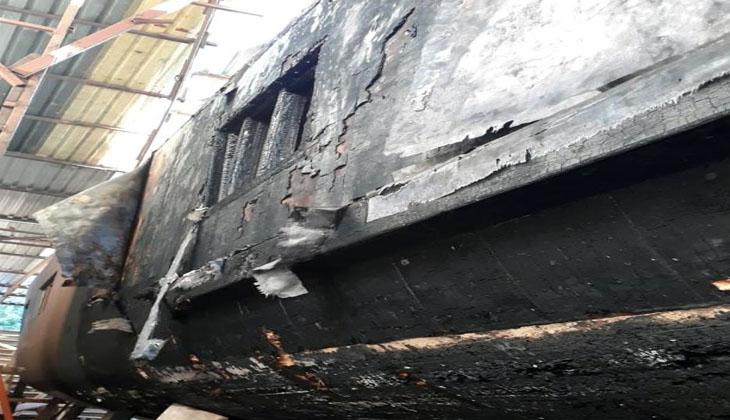 Fethiye'de tersanede çıkan yangında tekneler zarar gördü