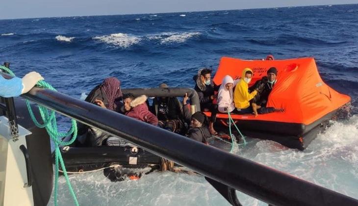 Foça açıklarında Yunun unsurlarınca geri itilen 31 düzensiz göçmen kurtarıldı