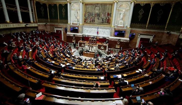 FRANSA'DA AYLARDIR TARTIŞILAN İKLİM TASARISI KABUL EDİLDİ