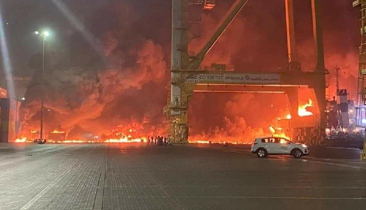 Gemide bulunan konteynerde patlama meydana geldi! Liman alevler içinde kaldı