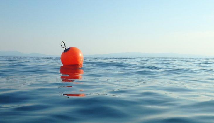 Gemiden denize düşen adam 14 saat balıkçı şamandırasına tutunarak hayatta kaldı