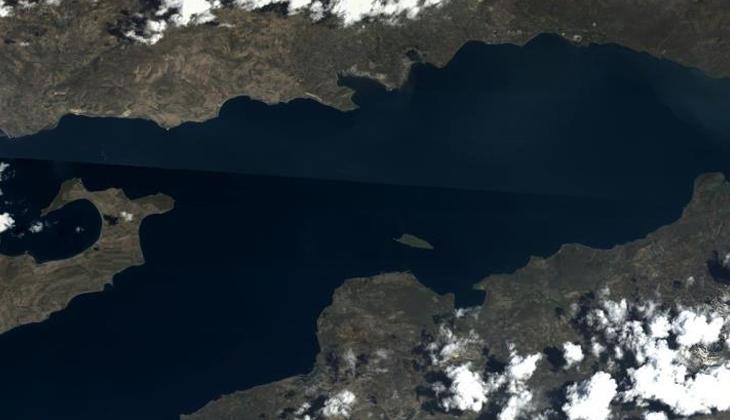 Göktürk uydusunun objektifinden Van Gölü'nün fotoğrafı paylaşıldı