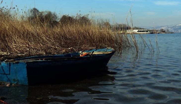 Göldeki su seviyesi artınca karaya oturan kayıklar tekrar suyla buluştu