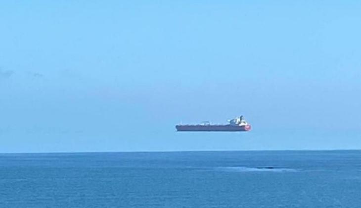 İlginç fotoğraf! Gemi, nasıl uçuyormuş gibi görünüyor?