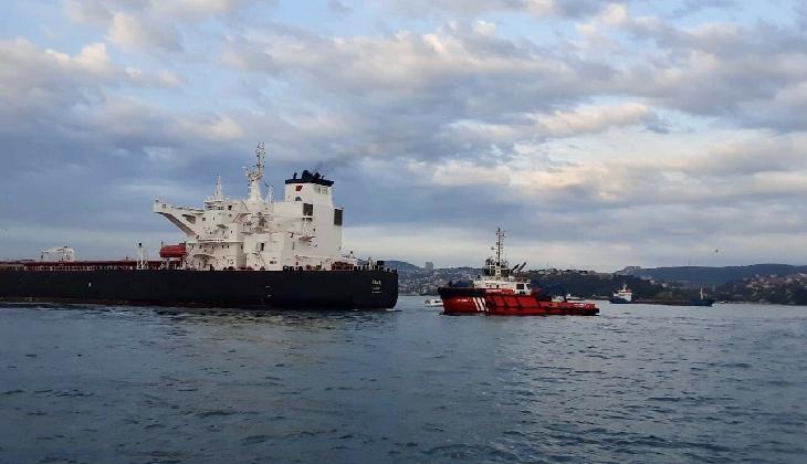 İstanbul Boğazı'nda korku dolu anlar! Ham petrol tankeri sürüklendi, boğaz trafiği askıya alındı