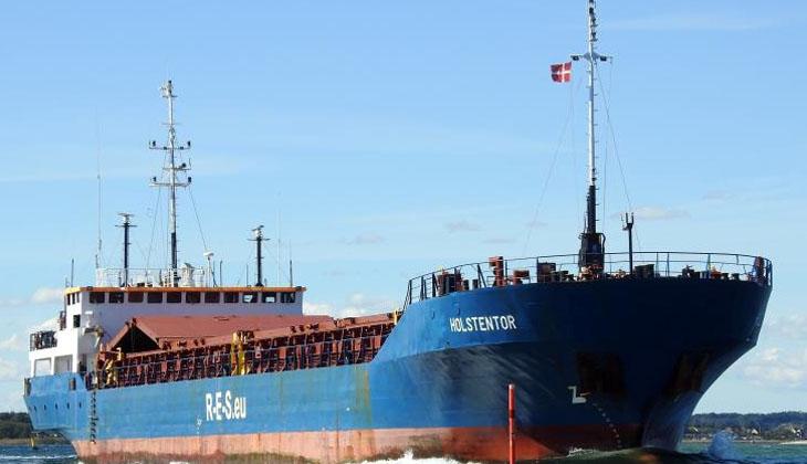 İsveç'te yük gemisinin ambarındaki hurdalar alev aldı!