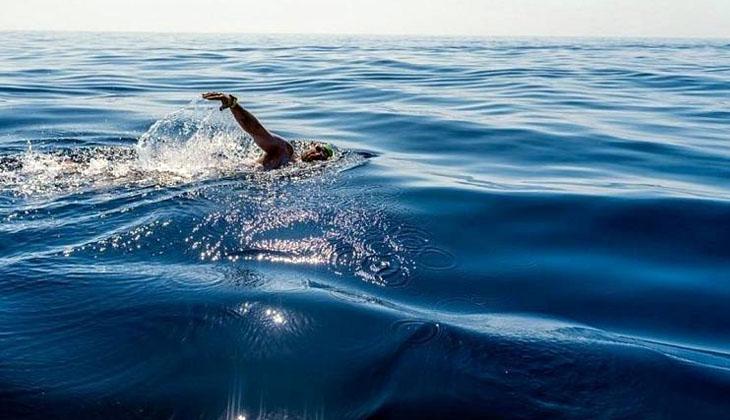 İtalya'dan Malta'ya yüzerek dünya rekorunu kırdı!