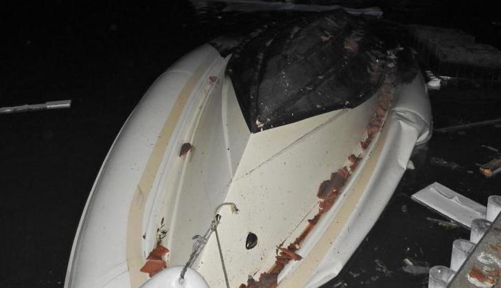 İzmir'de çıkan hortumda birçok tekne alabora oldu