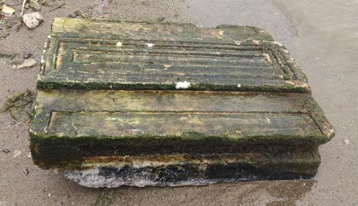 İznik'te balıkçıların ağlarına 2 bin yıllık kabartmalı yazıt takıldı