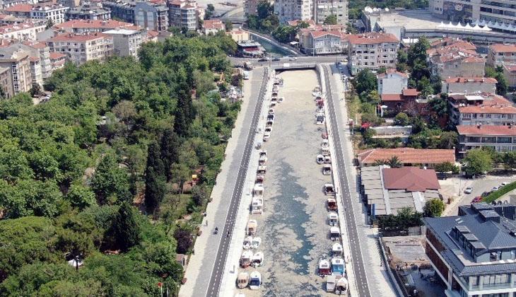 Kadıköy'deki Kurbağalıdere deniz salyası ile kaplandı