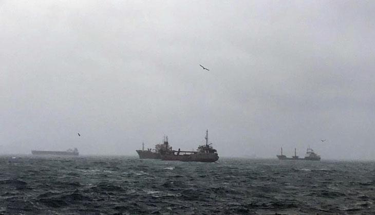 Kartal'da kuvvetli rüzgar nedeniyle Panama bayraklı kargo gemisi sürüklendi
