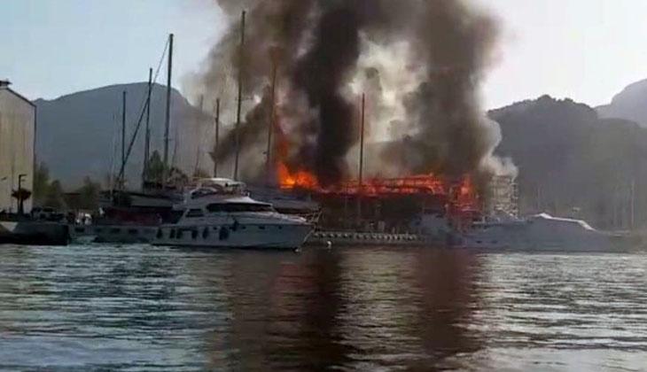 Marmaris'te çıkan yangında devasa tekne küle döndü