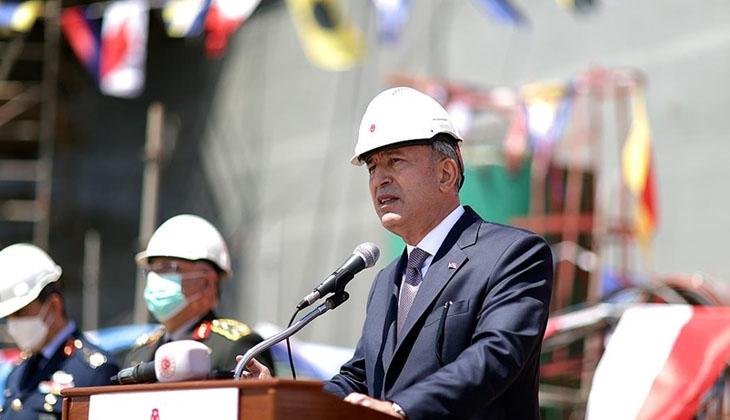 Milli Savunma Bakanı Hulusi Akar, TCG Anadolu'da incelemelerde bulundu