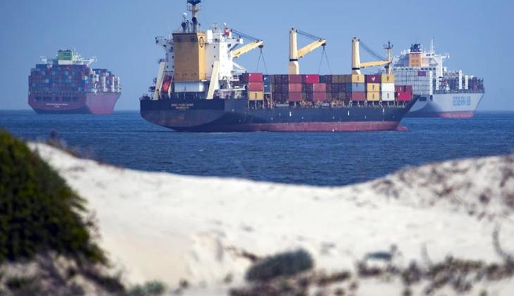 """Mısır: """"Bekleyen tüm gemiler Süveyş Kanalı'ndan geçti"""""""
