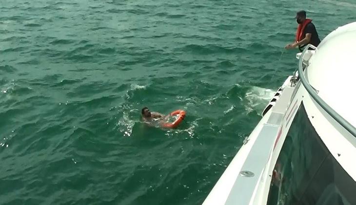 Müsilaj can alıyordu! Teknesinden düşen kaptanı Sahil Güvenlik ekipleri kurtardı...