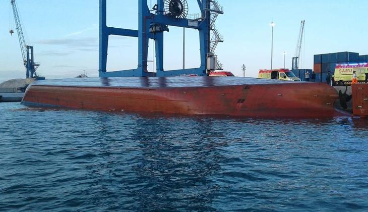 Nazmiye Ana gemisi, Castellon Limanı'nda alabora oldu! 2 Ölü...