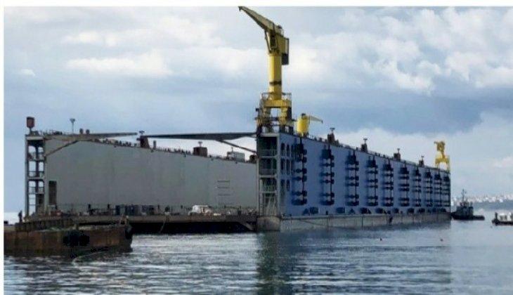 Seltaş Tersanesi, Türkiye'de inşa edilen ilk hibrit yüzer havuzu suya indirdi