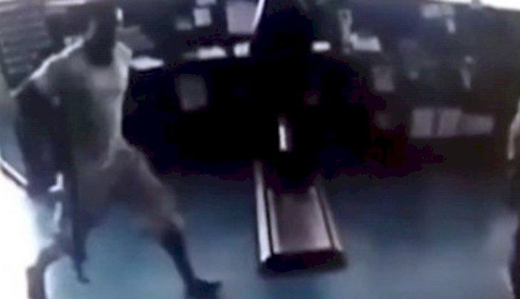Korsanların MV Mozart gemisine saldırı anı kameralara böyle yansıdı! İŞTE O ANLAR...