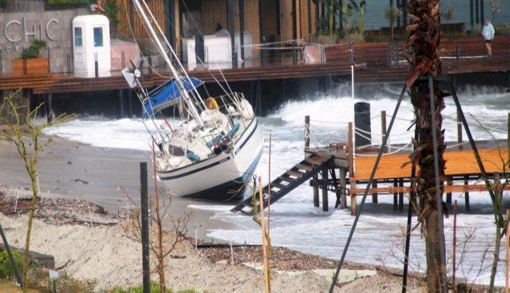 Fırtına kabusu: Balıkçı tekneleri battı, yelkenli gulet karaya oturdu