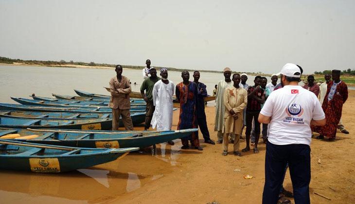 Nijer vatandaşlarına balıkçı teknesi yardımı