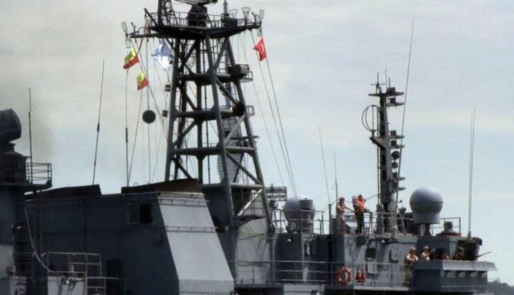 "Rus savaş gemisi ""Türk bayrağı"" dalgalandırarak İstanbul Boğazı'ndan geçti"
