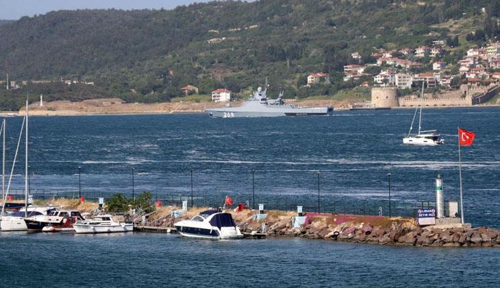 Rus savaş gemisi 'Vasily Bykov' Çanakkale Boğazı'ndan geçti