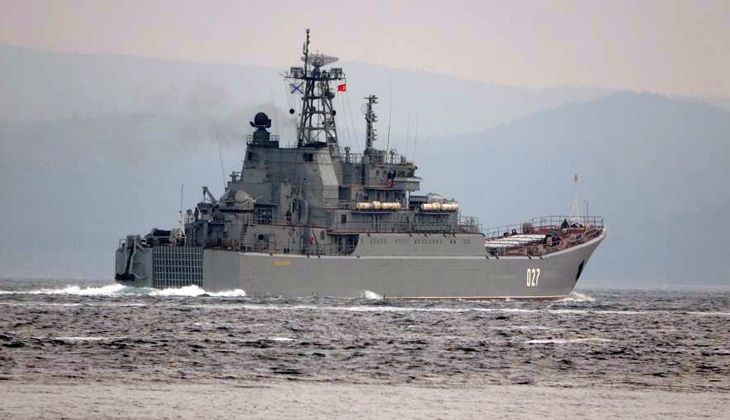 Rusya gemilerini Karadeniz'e çekiyor... İki savaş gemisi Çanakkale'den geçti