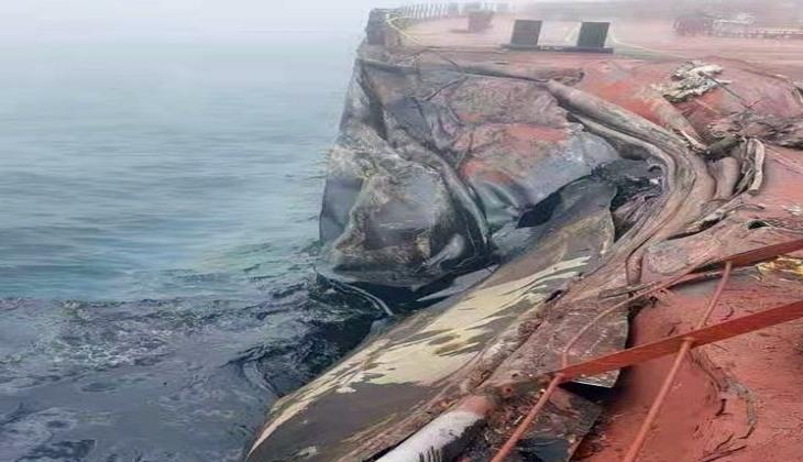 Sarı Deniz'de yük gemisi ile 1 milyon varil ham petrol taşıyan tanker çarpıştı