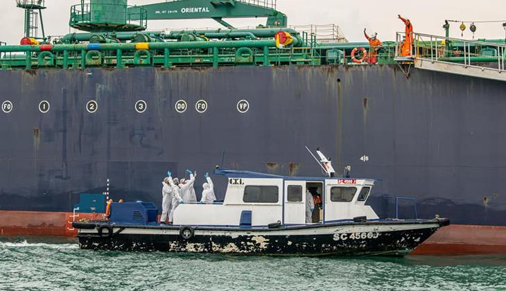 Singapur'a 5 ülkeden gelen gemi adamları için mürettebat yasağı!