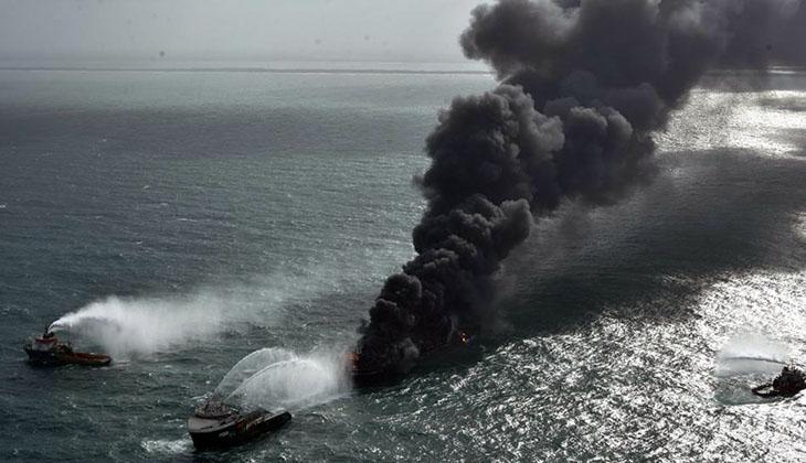 """Sri Lanka'da yanan gemide """"petrol sızıntısı"""" tespit edildi"""