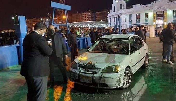Süveyş Kanalı'nda araç feribottan denize düştü