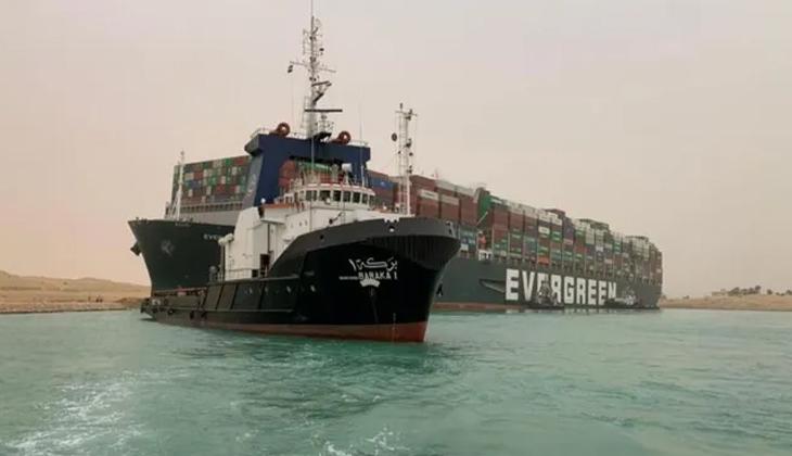 Süveyş Kanalı'nda kurtarma çalışmaları düşük su seviyesi sebebiyle yavaşladı