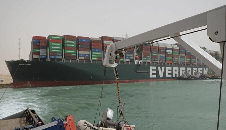 Süveyş Kanalı'nı tıkayan Ever Given, yeniden harekete geçti