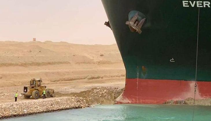 Tıkanan Süveyş Kanalı'nda hasar tespiti