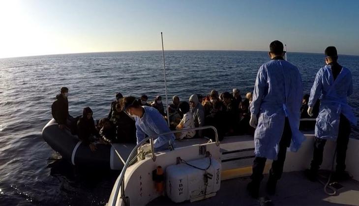 Türk karasularına bırakılarak ölüme terk edilen 53 düzensiz göçmeni, Türk Sahil Güvenlik ekipleri kurtardı