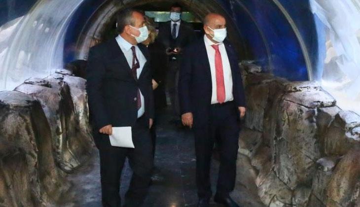 Türkiye'nin en büyük akvaryumlarından Deniz Dünyası'ndaki yenileme çalışmaları devam ediyor