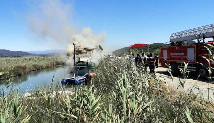 Ula ilçesinde azmak içerisinde bulunan bir teknede yangın çıktı
