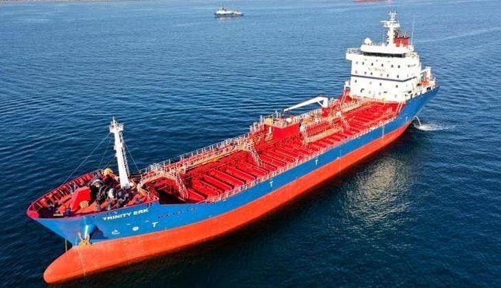 Uluslararası sularda gemisini kullanan Zeynep kaptan azmi ile herkese örnek oluyor